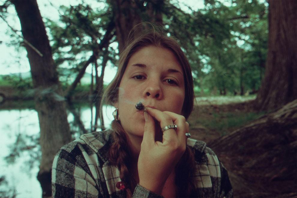 adolescenti-fumano-erba-america-1973-marc-san-gil-01