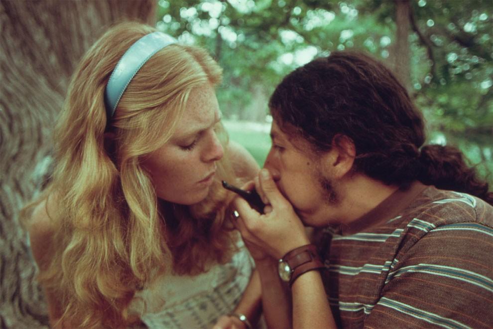 adolescenti-fumano-erba-america-1973-marc-san-gil-03