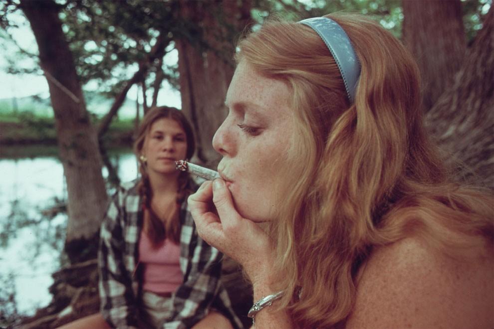 adolescenti-fumano-erba-america-1973-marc-san-gil-11