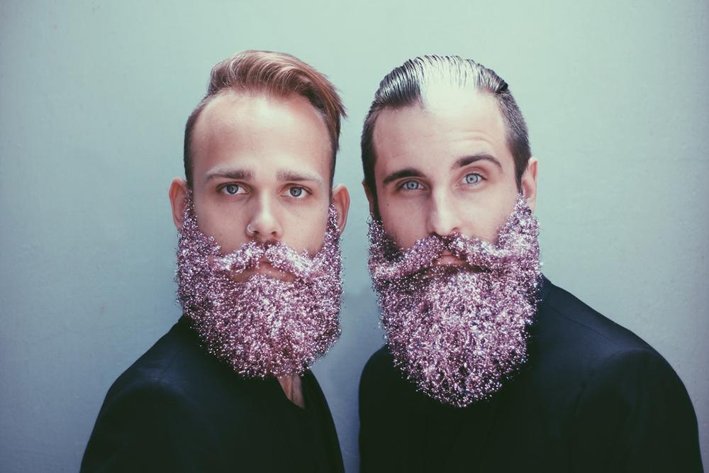 amici-decorano-loro-barbe-the-gay-beards-11