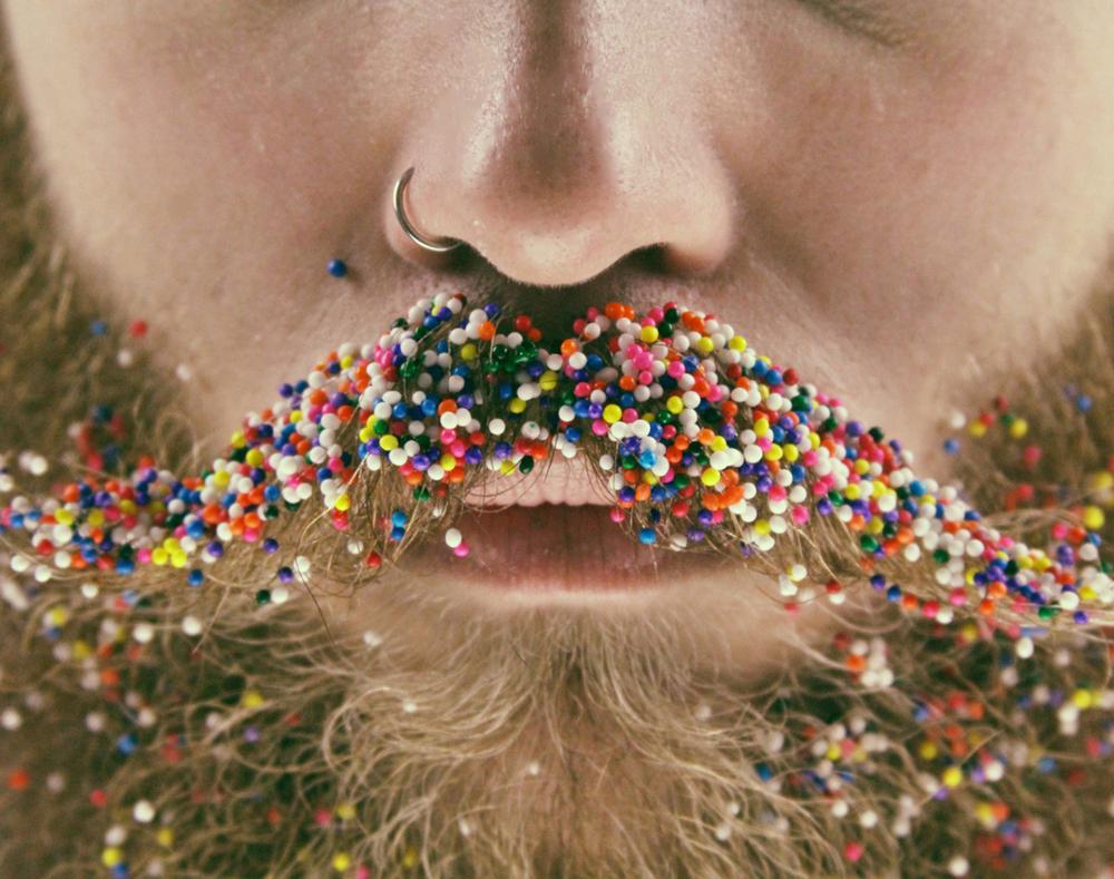 amici-decorano-loro-barbe-the-gay-beards-12