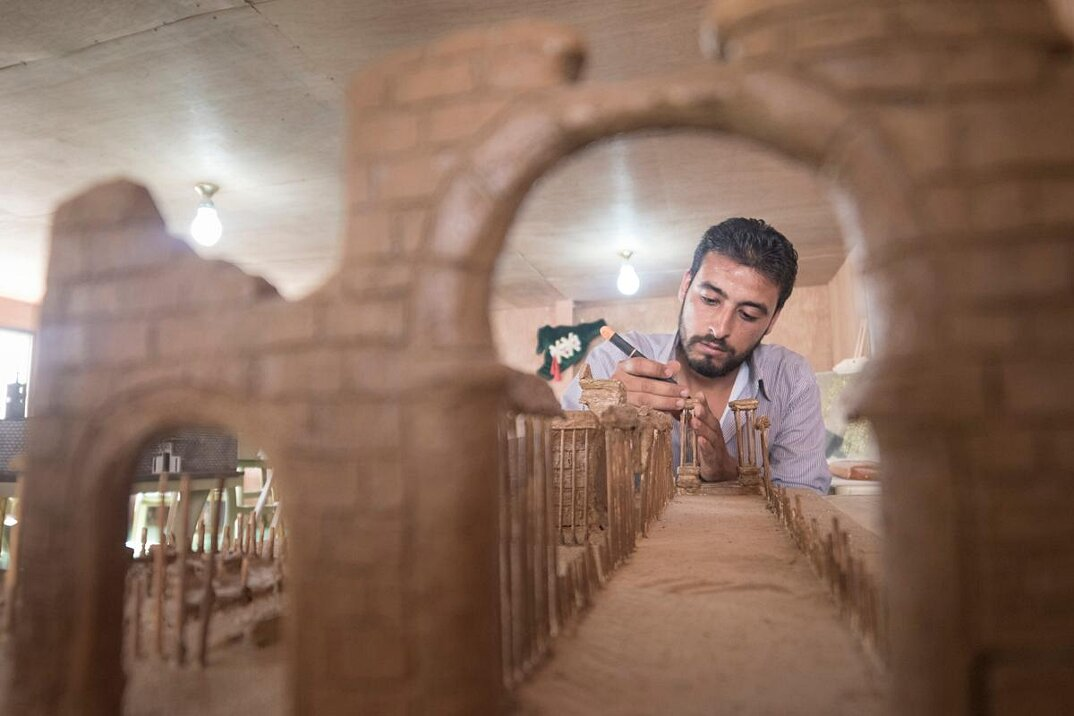 artisti-rifugiati-siriani-riproduzioni-monumenti-distrutti-02