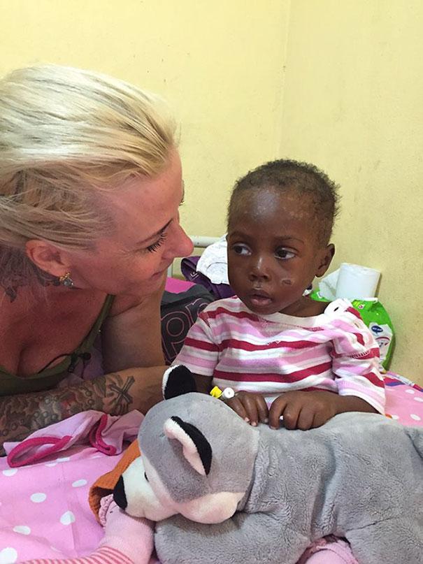bambino-nigeriano-affamato-assetato-hope-soccorso-anja-ringgren-01