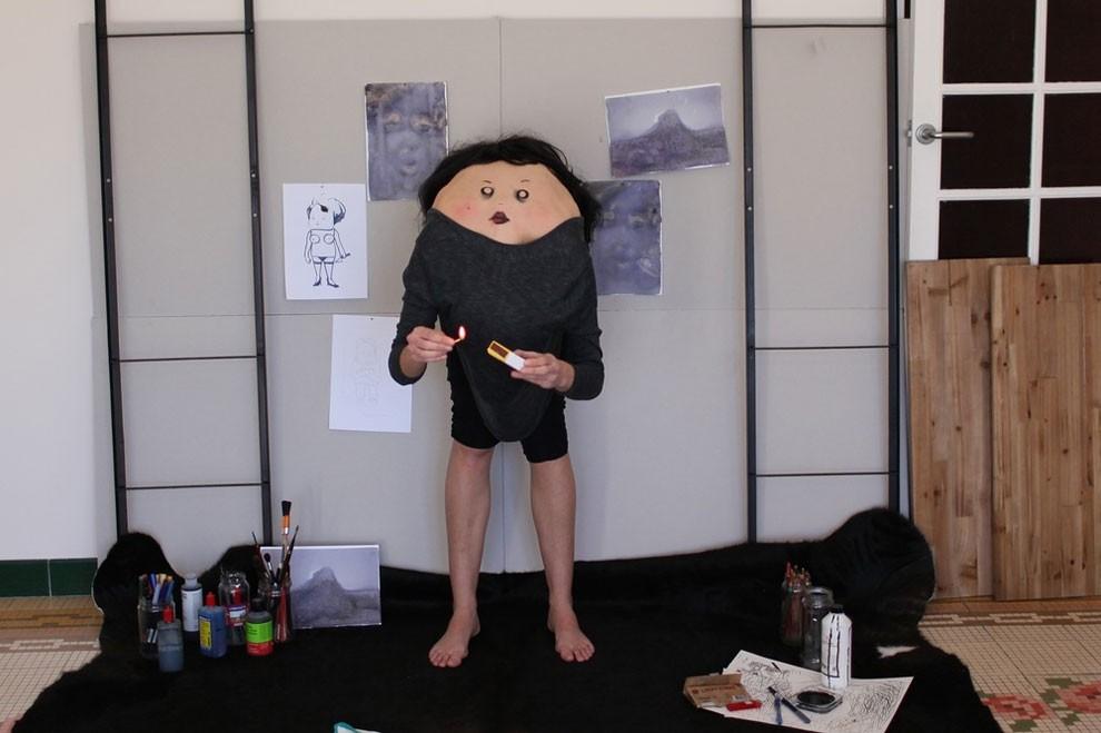 facce-disegnate-su-schiena-alieni-anahell-12