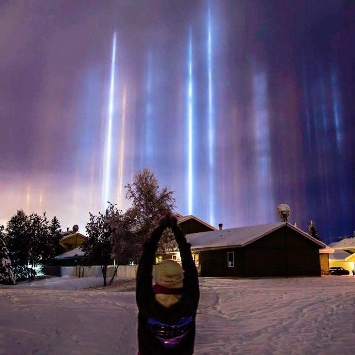fenomeni-meteo-freddo-colonne-luci-colorate-cielo-01