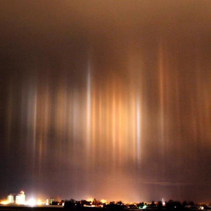 fenomeni-meteo-freddo-colonne-luci-colorate-cielo-02