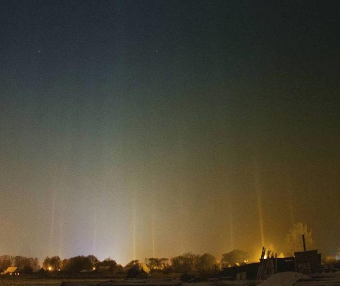 fenomeni-meteo-freddo-colonne-luci-colorate-cielo-04