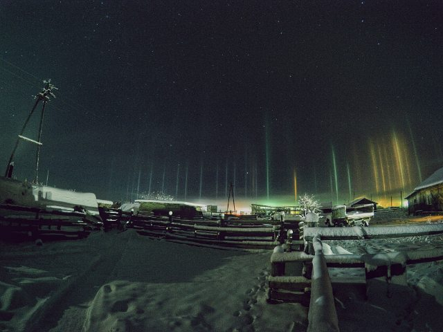 fenomeni-meteo-freddo-colonne-luci-colorate-cielo-06