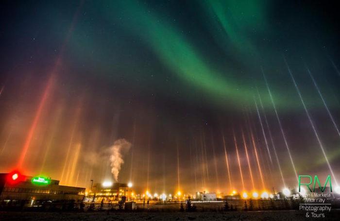 fenomeni-meteo-freddo-colonne-luci-colorate-cielo-07