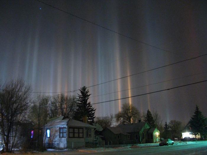 fenomeni-meteo-freddo-colonne-luci-colorate-cielo-09