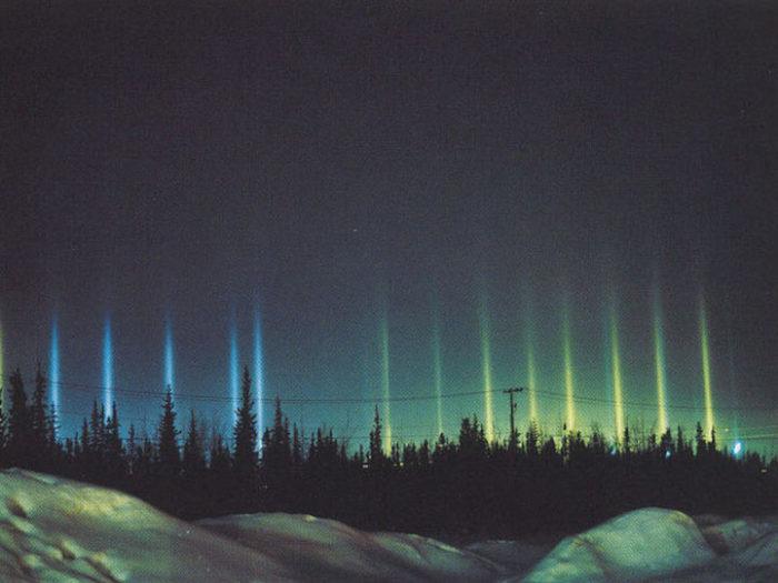 fenomeni-meteo-freddo-colonne-luci-colorate-cielo-12