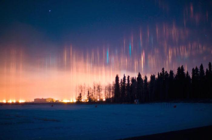 fenomeni-meteo-freddo-colonne-luci-colorate-cielo-14