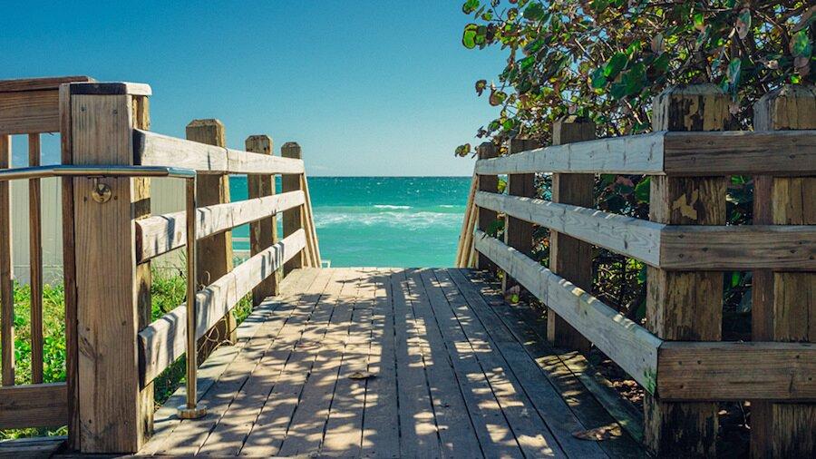 fotografia-arrivando-spiaggia-almost-there-alex-becker-02