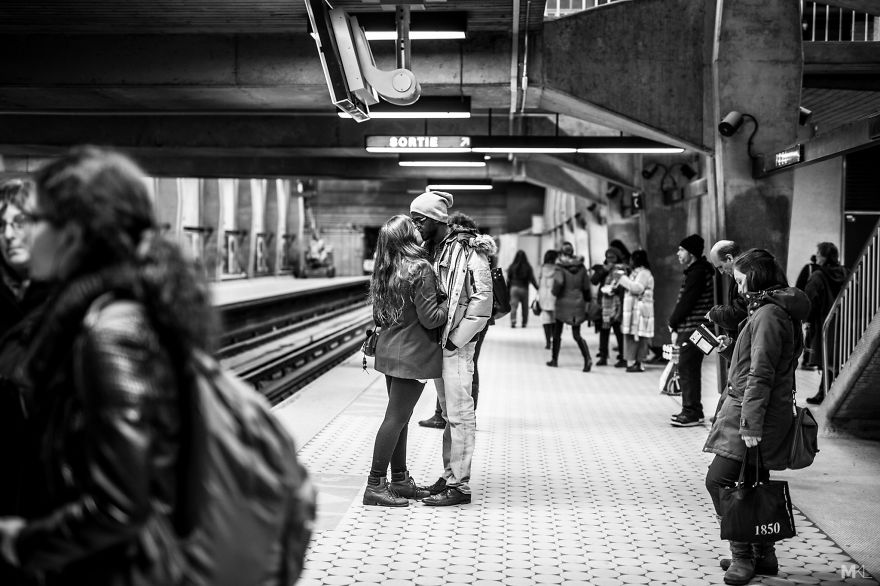 fotografia-innamorati-baci-in-pubblico-mikael-theimer-09