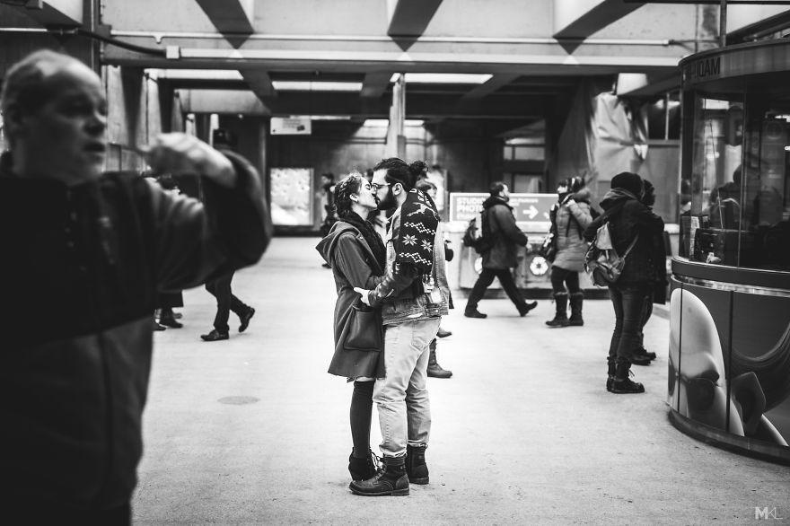 fotografia-innamorati-baci-in-pubblico-mikael-theimer-22
