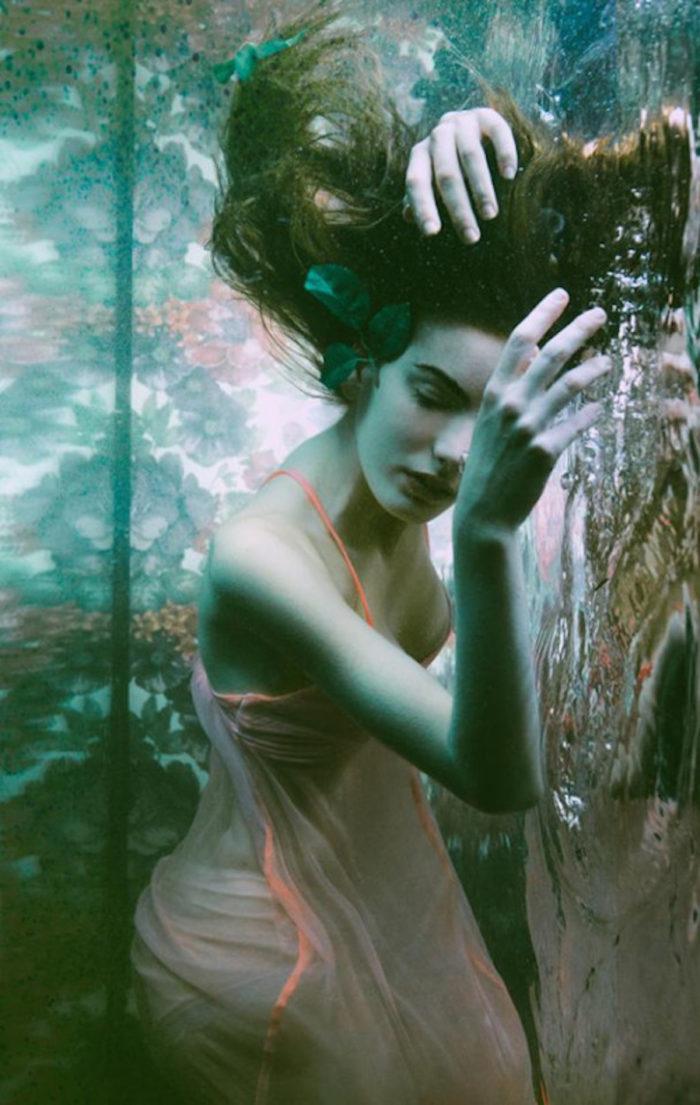 fotografia-surreale-ritratti-donne-acqua-mira-nedyalkova-04
