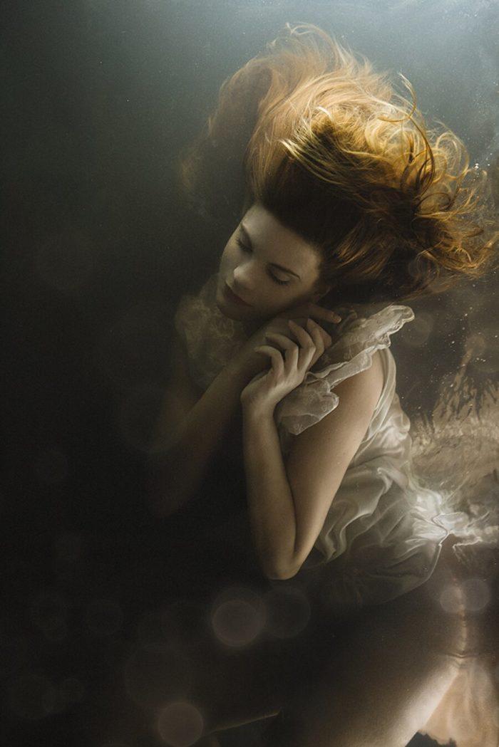 fotografia-surreale-ritratti-donne-acqua-mira-nedyalkova-05