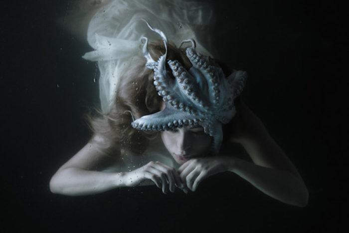fotografia-surreale-ritratti-donne-acqua-mira-nedyalkova-07