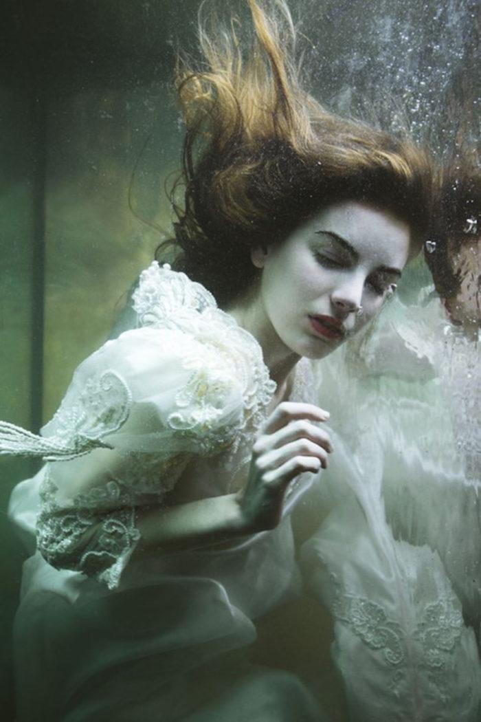 fotografia-surreale-ritratti-donne-acqua-mira-nedyalkova-13