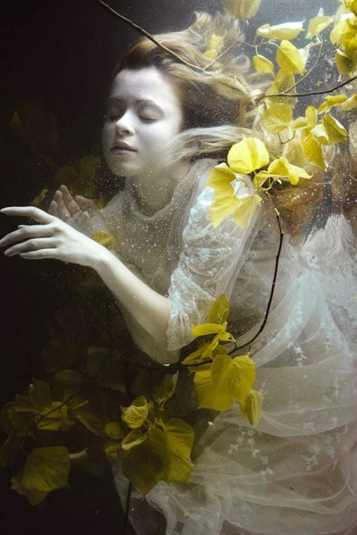 fotografia-surreale-ritratti-donne-acqua-mira-nedyalkova-14