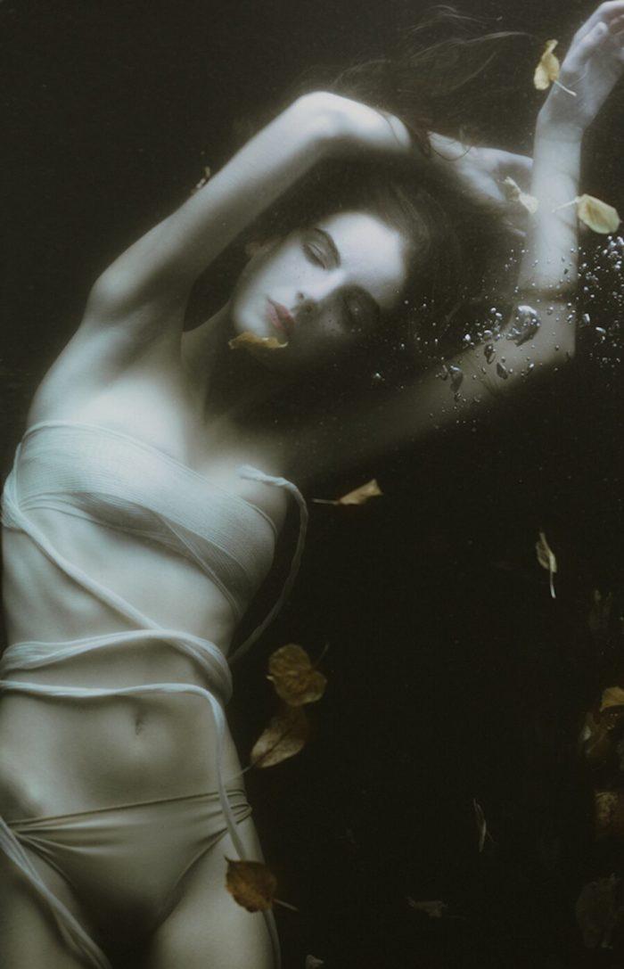 fotografia-surreale-ritratti-donne-acqua-mira-nedyalkova-18