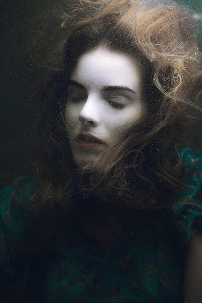 fotografia-surreale-ritratti-donne-acqua-mira-nedyalkova-19