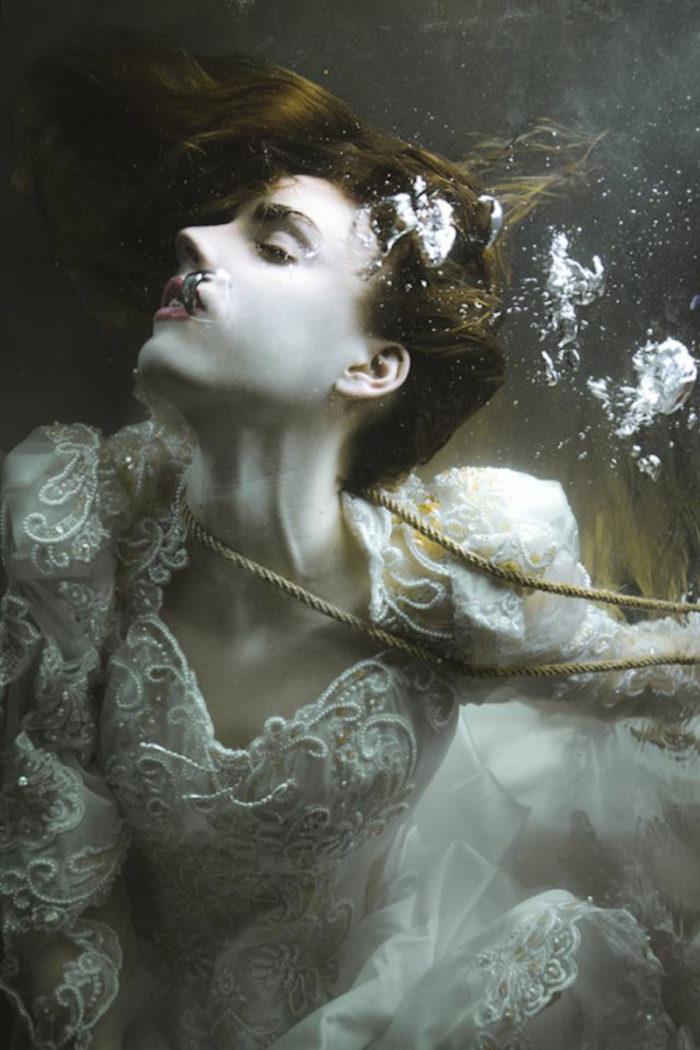 fotografia-surreale-ritratti-donne-acqua-mira-nedyalkova-23