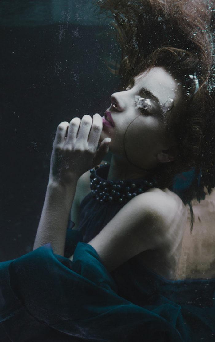 fotografia-surreale-ritratti-donne-acqua-mira-nedyalkova-24