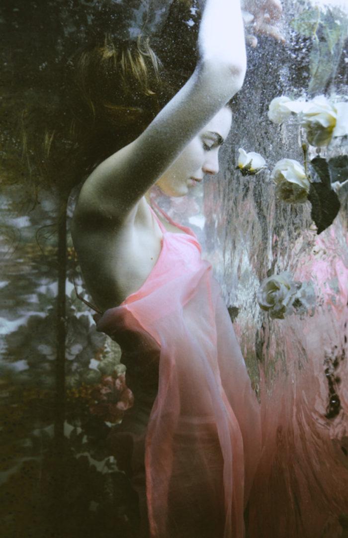 fotografia-surreale-ritratti-donne-acqua-mira-nedyalkova-25