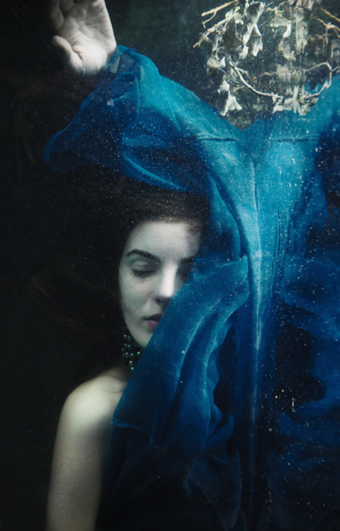 fotografia-surreale-ritratti-donne-acqua-mira-nedyalkova-26