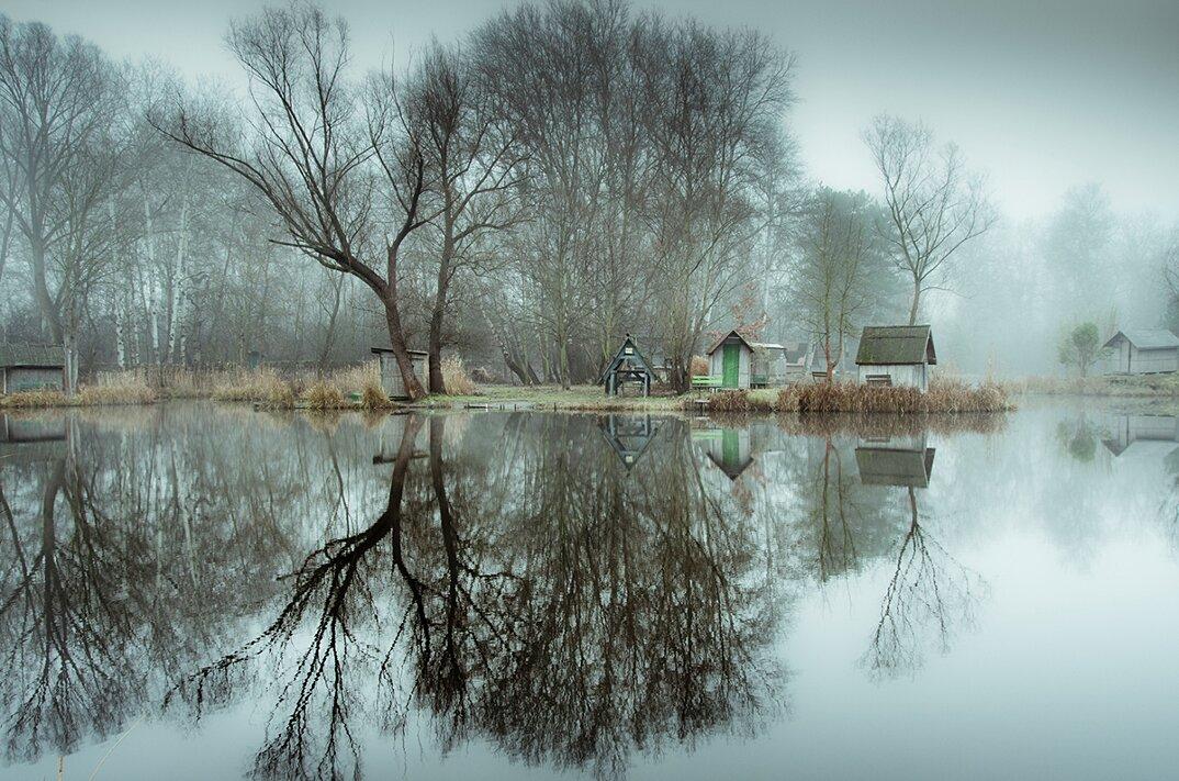 fotografia-villaggio-abbandonato-ungheria-riflessi-lago-viktor-egyed-2
