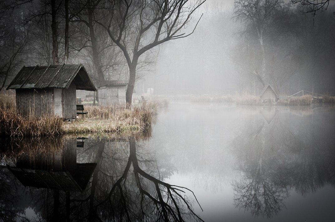fotografia-villaggio-abbandonato-ungheria-riflessi-lago-viktor-egyed-5