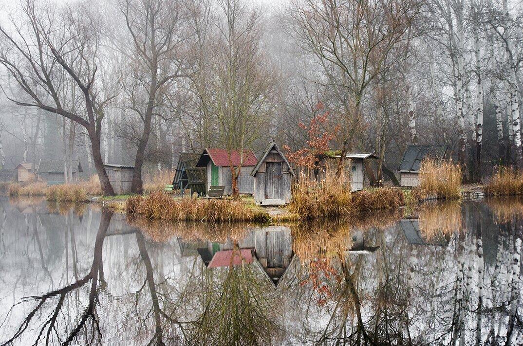fotografia-villaggio-abbandonato-ungheria-riflessi-lago-viktor-egyed-6