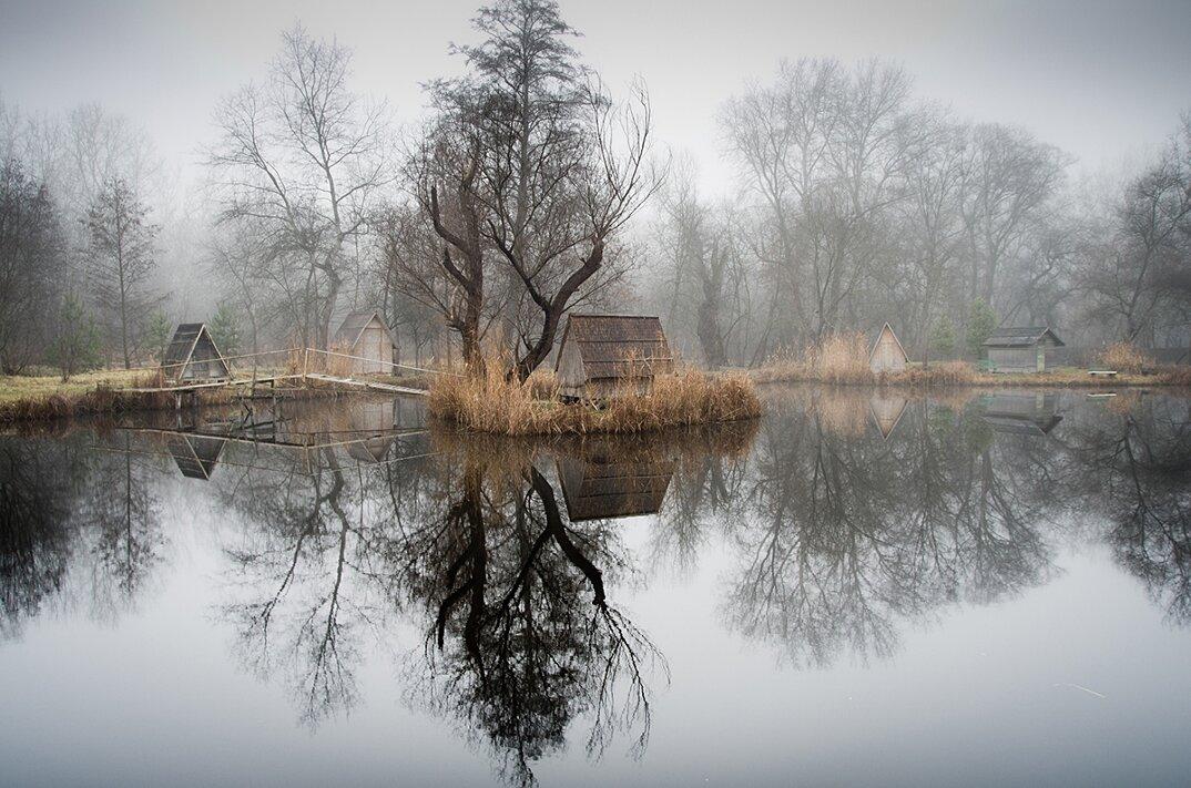 fotografia-villaggio-abbandonato-ungheria-riflessi-lago-viktor-egyed-7