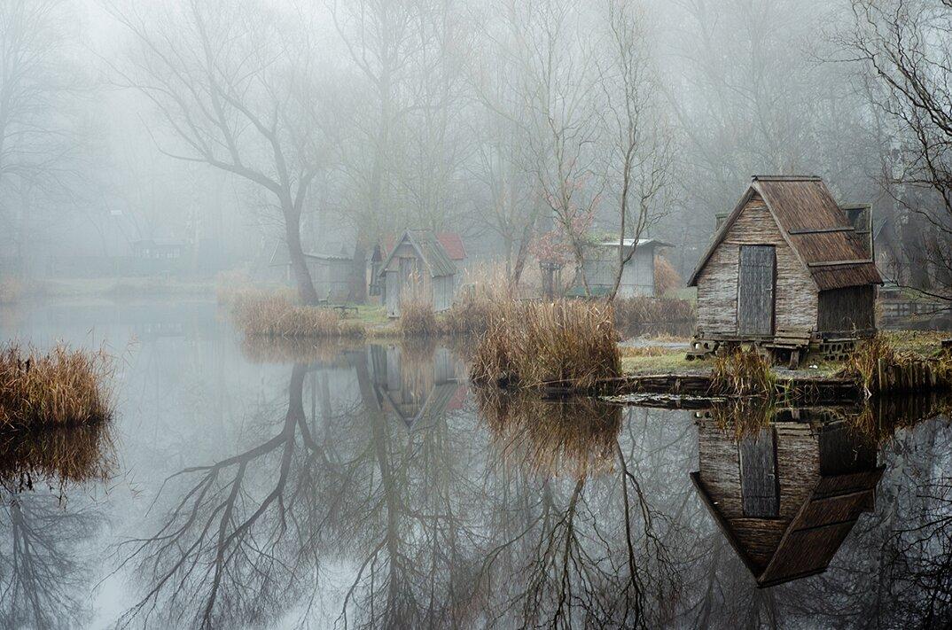 fotografia-villaggio-abbandonato-ungheria-riflessi-lago-viktor-egyed-8