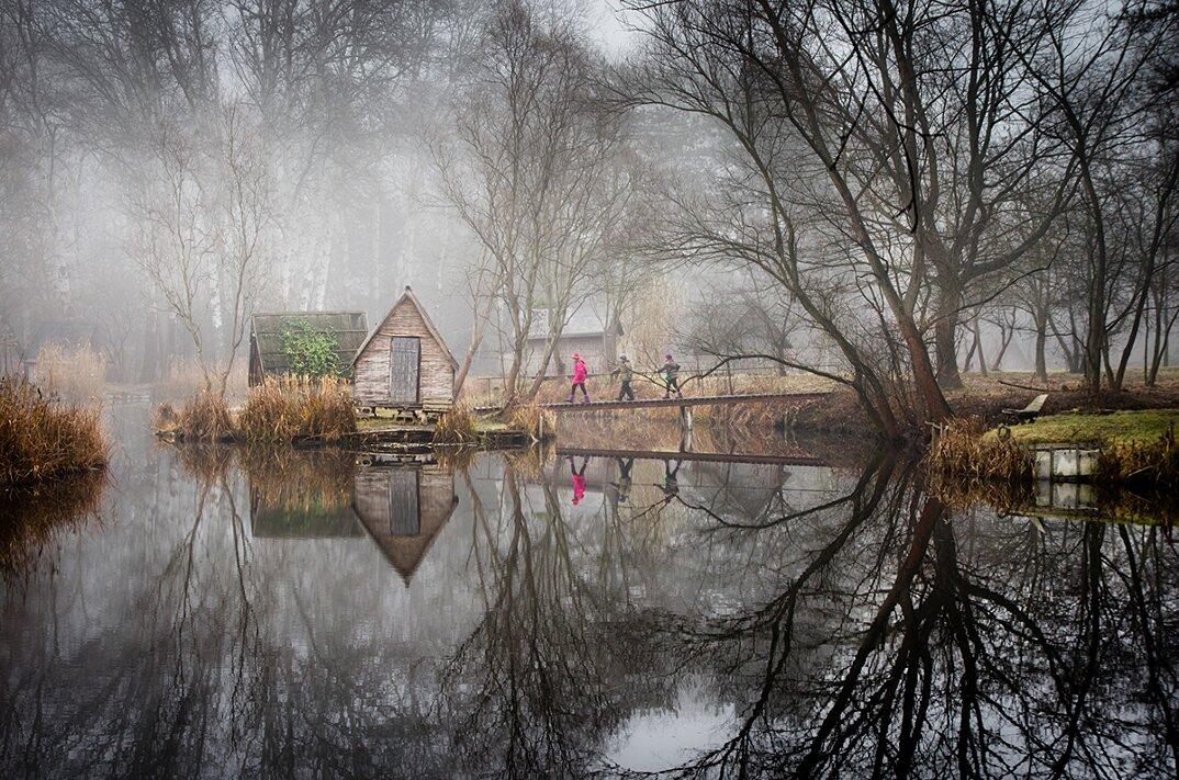 fotografia-villaggio-abbandonato-ungheria-riflessi-lago-viktor-egyed-9