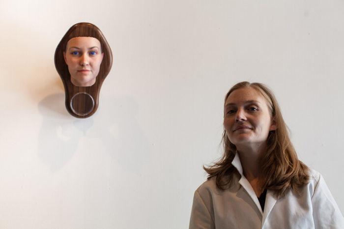 maschere-umane-dna-copie-arte-heather-dewey-hagborg-11