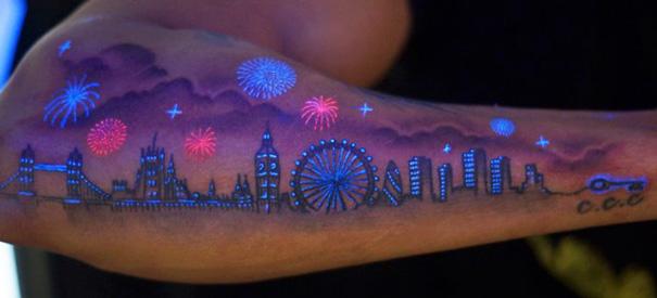 tatuaggi-invisibili-luce-nera-brillano-nel-buio-03