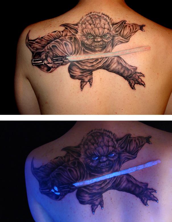 tatuaggi-invisibili-luce-nera-brillano-nel-buio-15