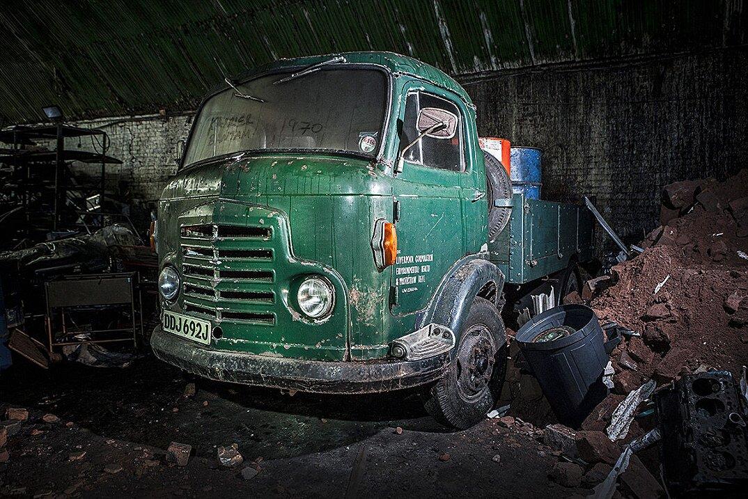 auto-epoca-abbandonate-tunnel-liverpool-01