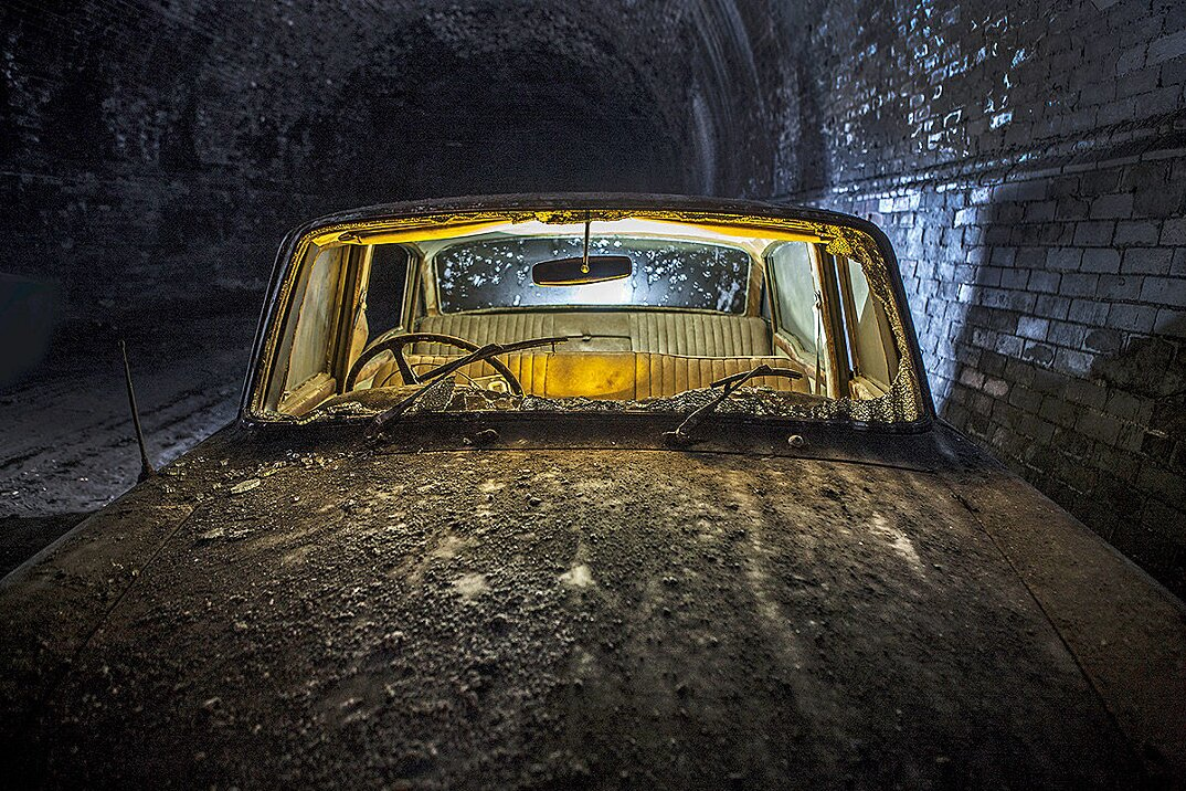 auto-epoca-abbandonate-tunnel-liverpool-03