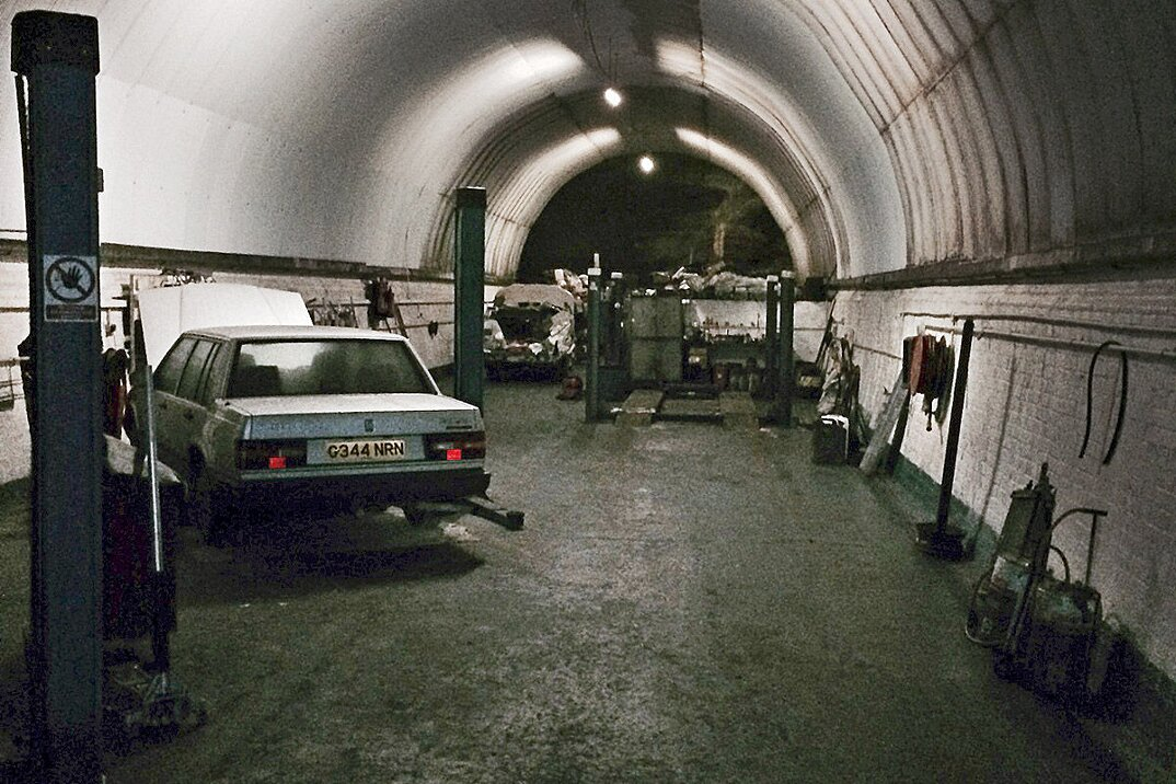 auto-epoca-abbandonate-tunnel-liverpool-08