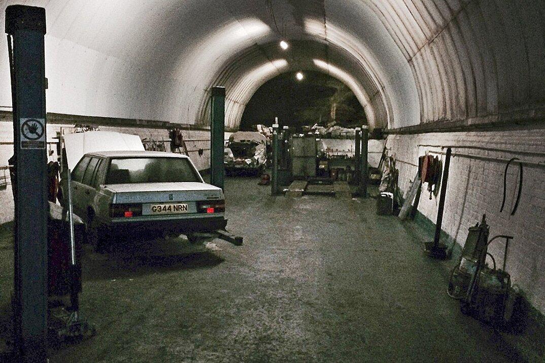 auto-epoca-abbandonate-tunnel-liverpool-08