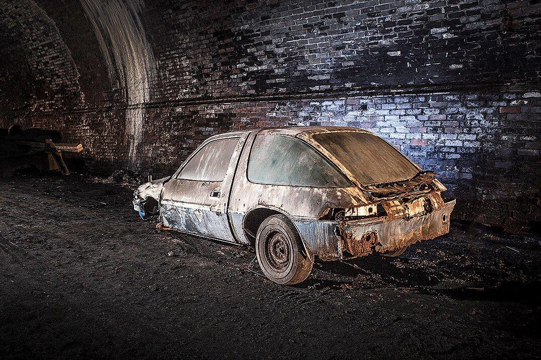 auto-epoca-abbandonate-tunnel-liverpool-09