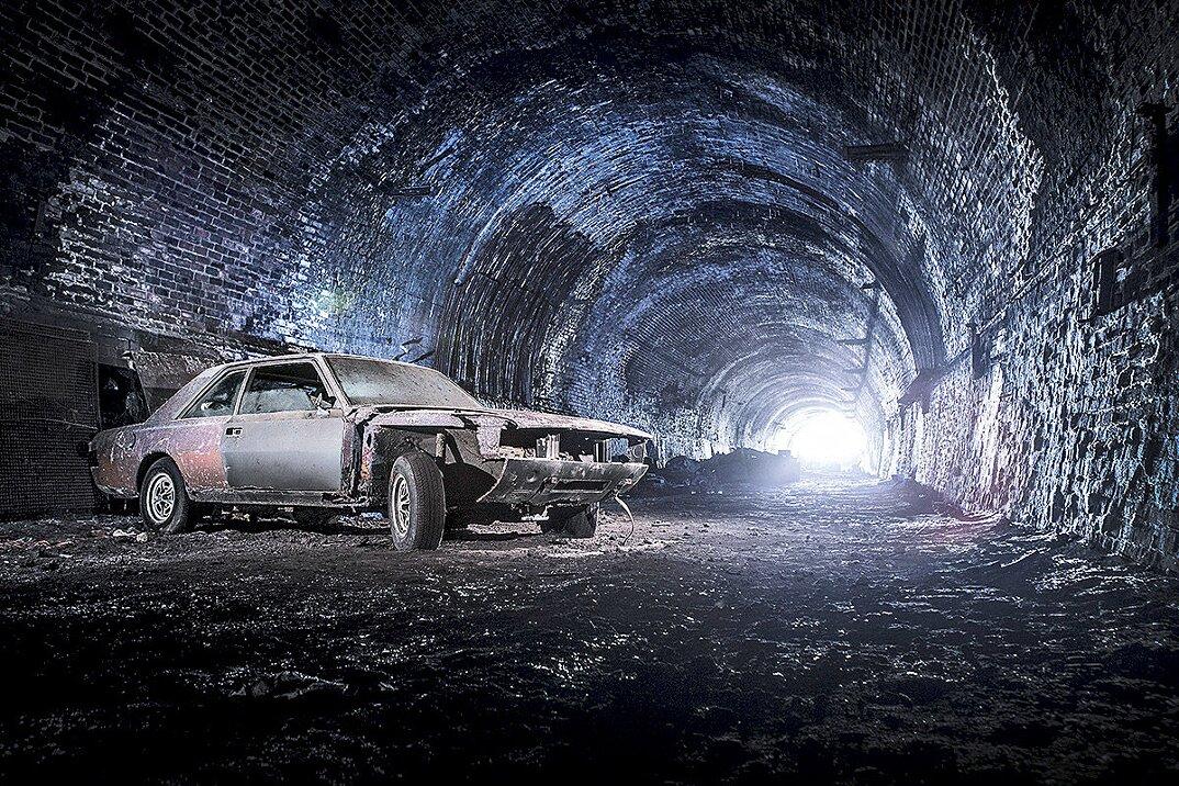 auto-epoca-abbandonate-tunnel-liverpool-10