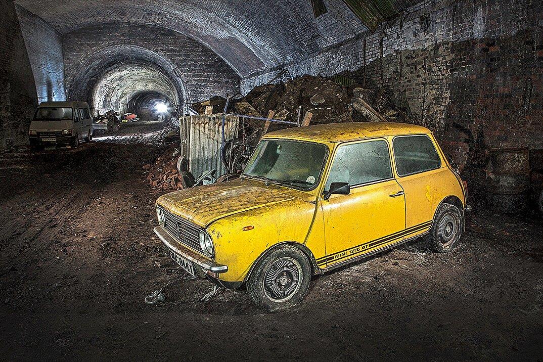 auto-epoca-abbandonate-tunnel-liverpool-16