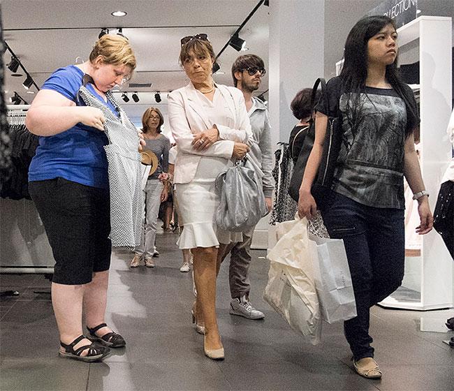 donna-obesa-foto-in pubblico-reazioni-passanti-haley-morris-cafiero-08