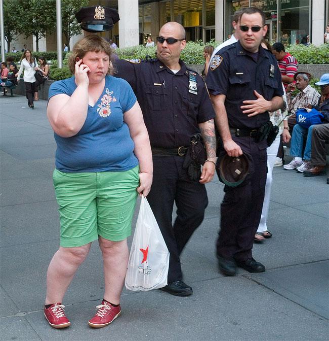 donna-obesa-foto-in pubblico-reazioni-passanti-haley-morris-cafiero-12