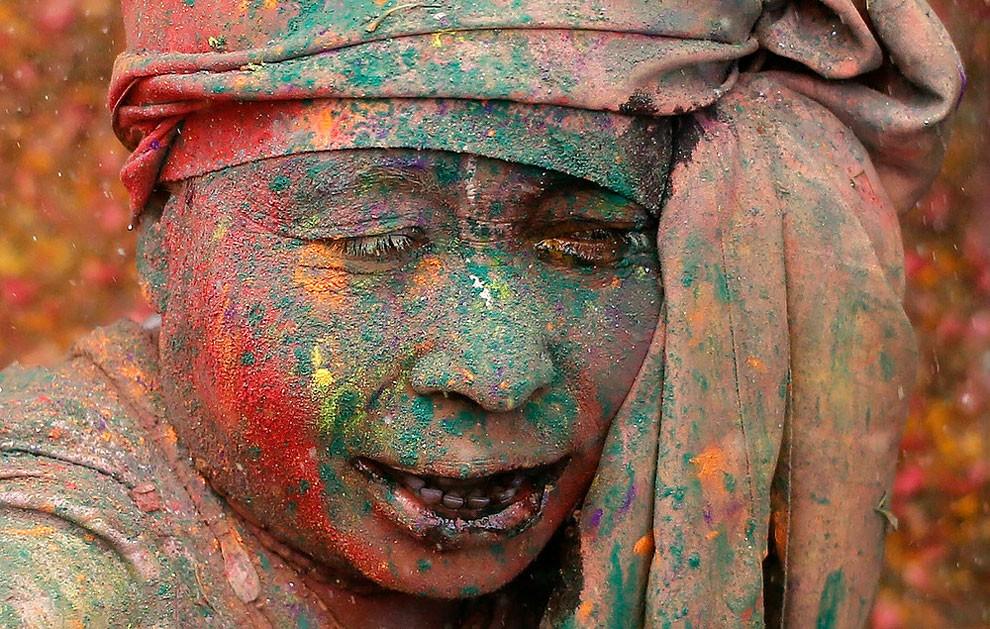donne-vedove-india-holi-festival-colori-fotografia-01
