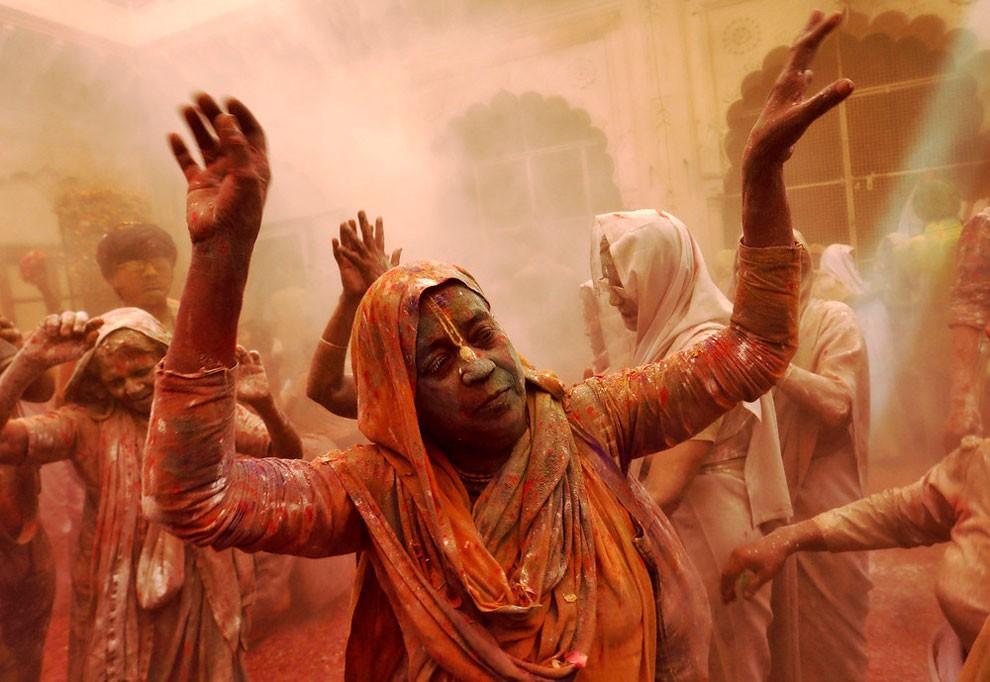 donne-vedove-india-holi-festival-colori-fotografia-04